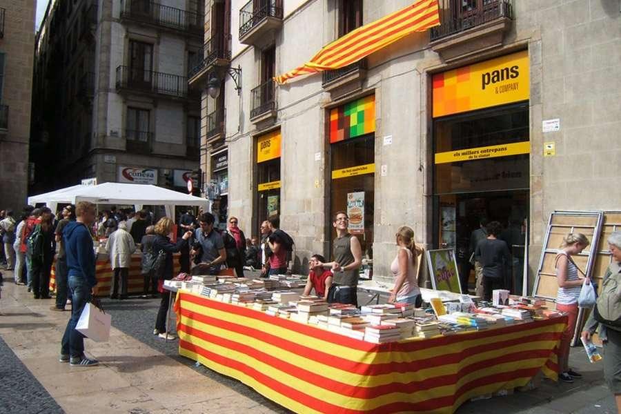 La Diada de Sant Jordi in Barcelona
